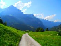 Route menant dans la distance Photo stock