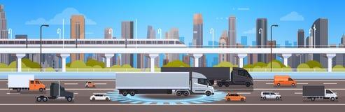 Route moderne de route avec des voitures, concept du trafic de fond de ville de Lorry And Cargo Trucks Over Image libre de droits