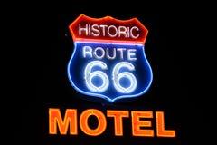Route 66 motelu neonowy znak obraz stock