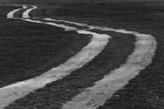 Route noire et blanche au lever de soleil photos libres de droits