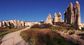 Route non pavée en vallée d'amour dans Cappadocia, Turquie Images stock