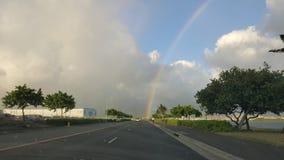 Route Oahu HAWAÏ Etats-Unis de coup d'arc-en-ciel photos stock