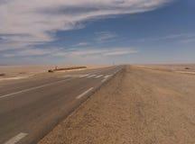 Route ouverte de route au désert photo stock