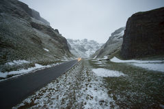 Route par des montagnes Images stock