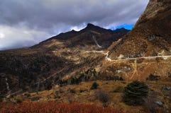 Route par la gamme de montagne, Sikkim Photographie stock