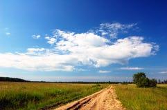 Route par la zone. B foncé Images libres de droits