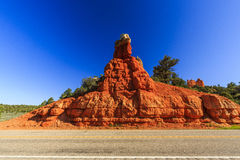 Route par le canyon rouge en Utah, Etats-Unis Image libre de droits