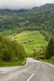 Route par les Alpes Image stock