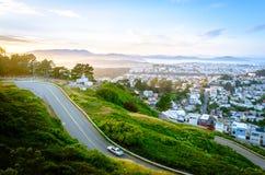 Route par les collines vertes Photos stock