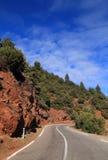Route par les hautes montagnes d'atlas Images libres de droits