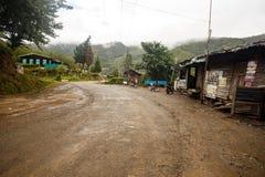 Route par les montagnes de la Birmanie images stock