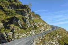 Route par les montagnes vers le Kitzsteinhorn photographie stock libre de droits