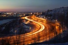 Route près de Nijni-Novgorod, Russie le soir Photos stock