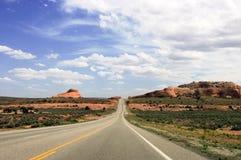 Route près des voûtes stationnement national, Utah, Etats-Unis Photo stock
