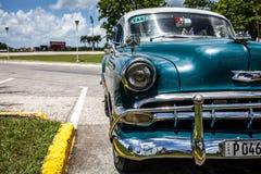 Route principale des Caraïbes du Cuba La Havane avec la vue du capitol Image stock