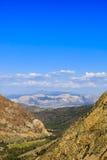 Route 120, réserve forestière d'Inyo, la Californie, Etats-Unis Images libres de droits