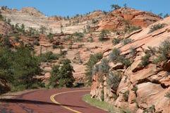Route rouge dans Zion Images libres de droits