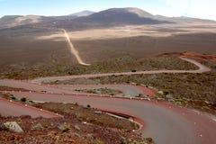 Route rouge enroulant sa voie Images stock