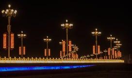 Route rouge lumineuse la nuit image stock