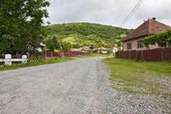 Route roumaine de village photographie stock libre de droits