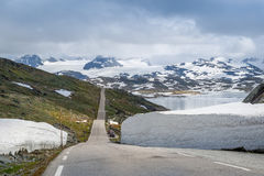 Route 55, route du comté de la plus haute montagne de la Norvège Images stock