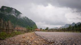 Route rurale à la lagune bleue images stock