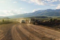 Route rurale dans les montagnes images libres de droits