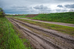 Route rurale le jour pluvieux Image stock