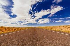 Route sans fin, aucun trafic, route 24, Emery County, Utah, Etats-Unis Image libre de droits