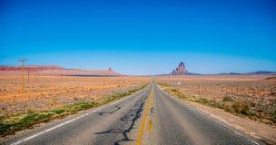 Route sans fin ? la vall?e de monument en Utah photo libre de droits