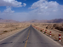 Route sans fin, le Xinjiang, Chine Photos stock