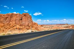 Route scénique avec des formations de roche uniques, Etats-Unis Photographie stock