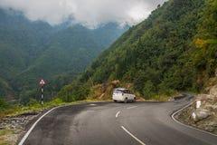Route scénique de montagne de Gangtok à Lachung, Inde Images stock