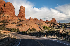 Route scénique par des voûtes parc national, Utah, Etats-Unis Photo stock
