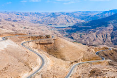 Route serpentine de montagne, Jordanie - 2 photos stock