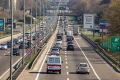 Route serrée de toute la sorte de véhicules images stock