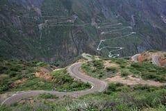 Route sinueuse intéressante Pérou du nord de montagne d'enroulement Photos stock