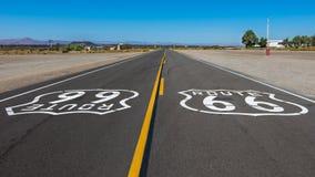 Route 66 sköldar, Amboy, CA Arkivfoton