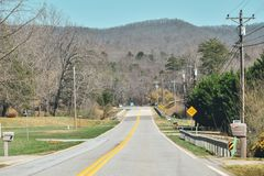 route suburbaine dans les montagnes de smokey images stock