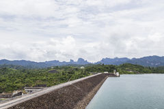 Route sur le barrage photographie stock libre de droits
