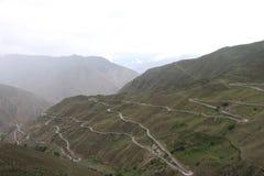 route sur le plateau du Qinghai Thibet images stock