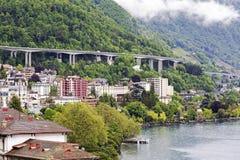 Route sur une pente de colline à Montreux Image stock