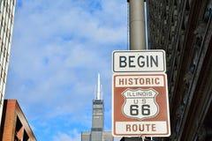 Route 66 tecken, början av historiska Route 66 Fotografering för Bildbyråer