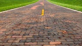 Route 66: Tegelsten 66 (Route 66) som är kastanjebrun, IL Arkivfoton