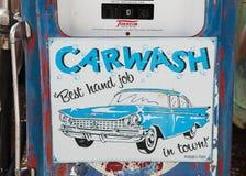 Route 66 -teken bij de benzinepomp Stock Foto's