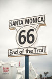 Route 66 -teken in Santa Monica Pier, Los Angeles stock afbeeldingen