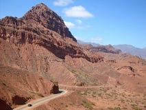 Route tussen bergen Royalty-vrije Stock Fotografie