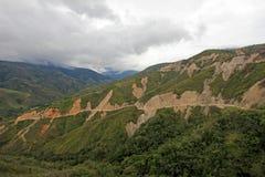 Route typique de montagne dans les Andes colombiens près de San Gil, Colombie image libre de droits