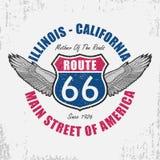 Route 66 -typografie grafisch voor t-shirt Origineel klerenontwerp met vleugels en slogan De verkeersteken van Illinois - van Cal Royalty-vrije Stock Fotografie