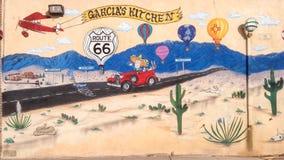 Route 66: Väggmålningen visar vändoffs för flaggstång, Gallup och Albu Fotografering för Bildbyråer